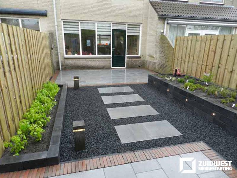 Ons werk ter inspiratie een kleine selectie van onze tuinen for Bestrating kleine tuin